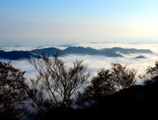 1-19.11.09 立里荒神社の雲海-1.jpg